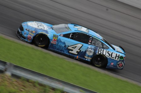 Kevin Harvick races during the 2018 Pocono 400. (Tyler Head | The Racing Experts)