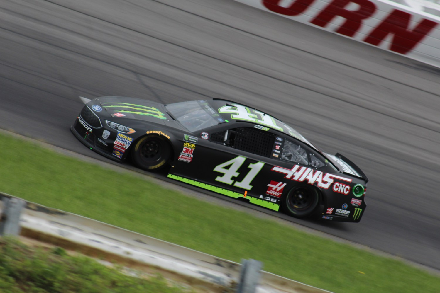 Kurt Busch races during the 2018 Pocono 400. (Tyler Head | The Racing Experts)