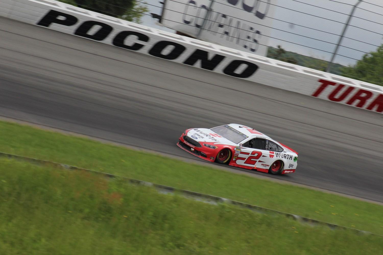 Brad Keselowski races during the 2018 Pocono 400. (Tyler Head | The Racing Experts)
