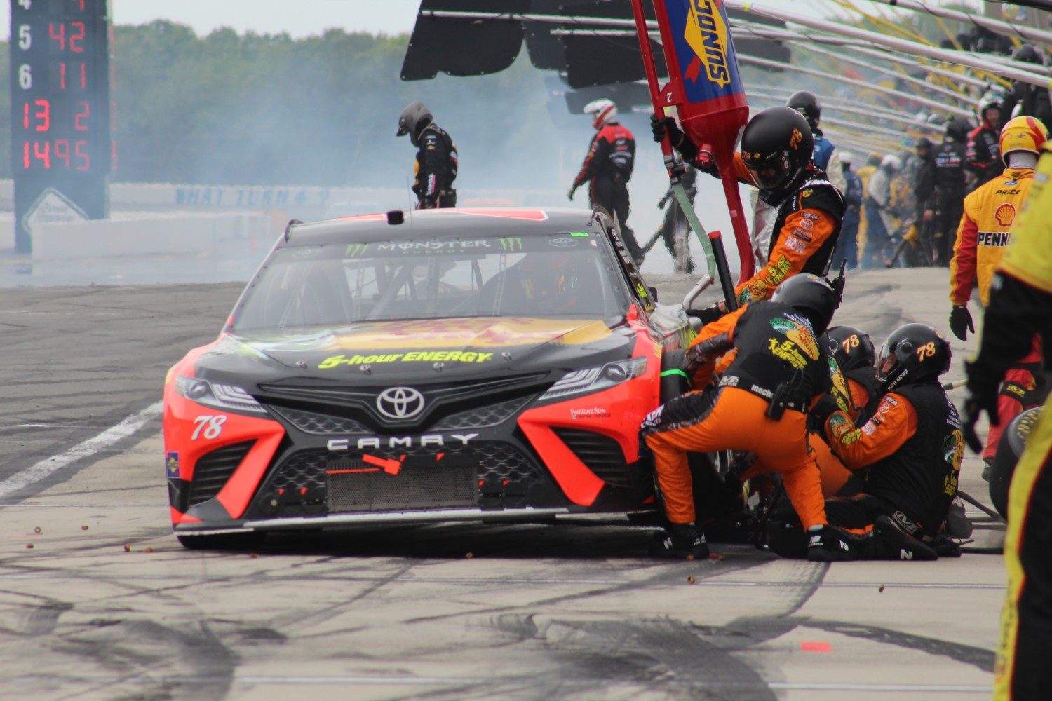 Martin Truex Jr.'s car receives service during the 2018 Pocono 400. (Tyler Head | The Racing Experts)