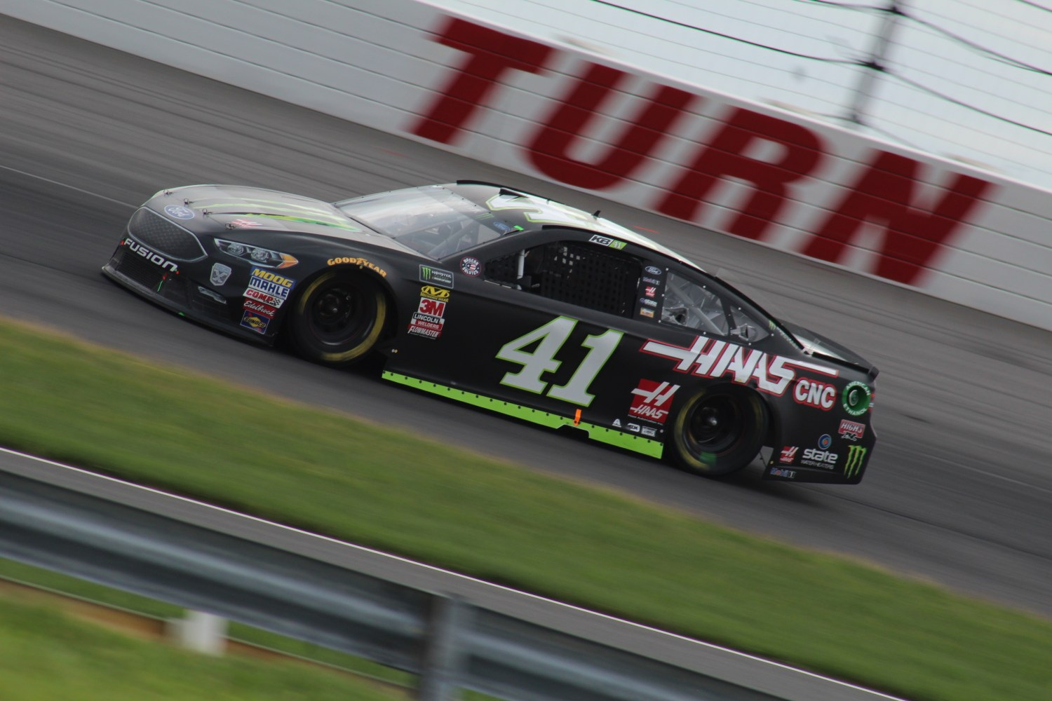 Kurt Busch races during the 2018 Pocono 400. (Tyler Head   The Racing Experts)