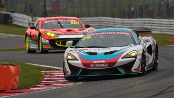 bgt2017_round1_race2_in2racing_29_mclaren_02