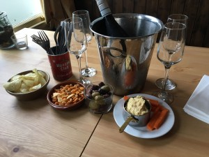 New Forest Pub Prosecco and Nibbles