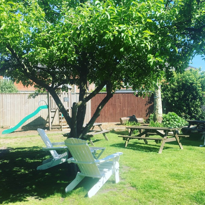 New Forest pub with beer garden and play area
