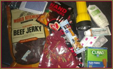 emergency-car-kit-supplies