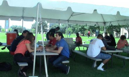 Chapel kicks off semester with outdoor event