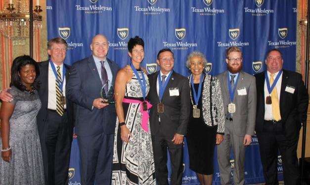 Alumni shine a light on their memories at annual dinner