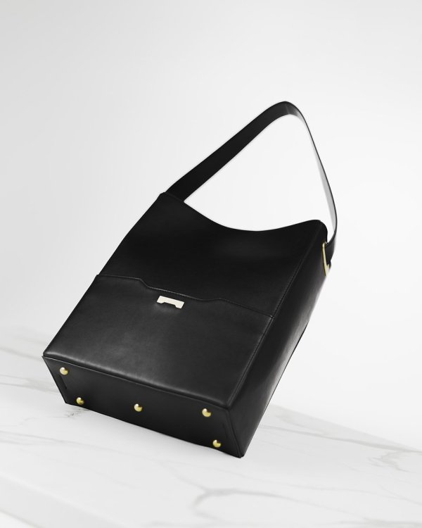 Black Bucket bag in ecofriendly vegan leather