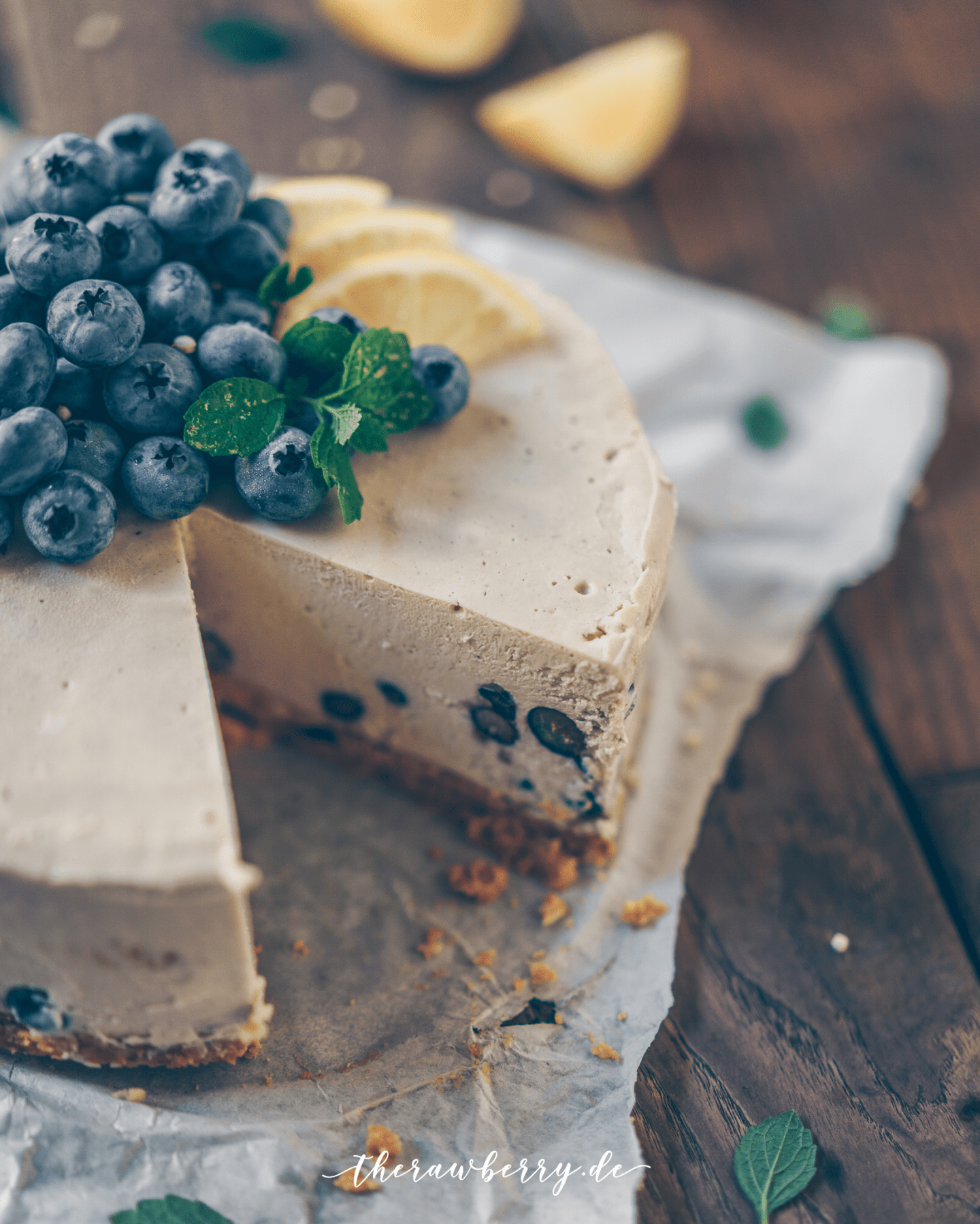healthy, cake, gesund, kuchen, raw, roh, vegan, lecker, delicious, blueberries, Blaubeeren, Zitrone, Lemon, Cheesecake, Käsekuchen, clean eating, rohvegan, gluten-free, glutenfrei, zuckerfrei, sugar free, easy, recipe, rezept, whole foods, Vollwertkost