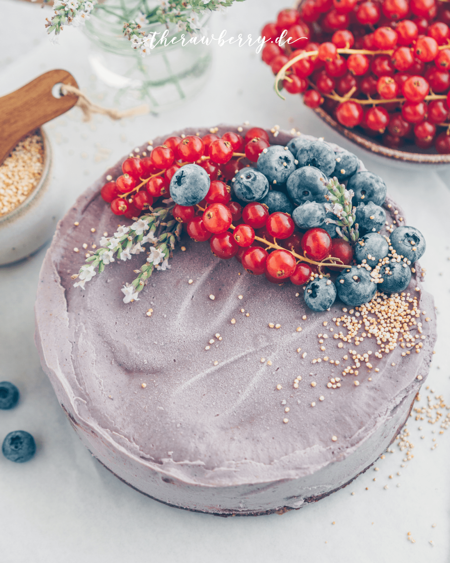 vegan, blueberries, blaubeeren, kuchen, cake, raw, roh, ohne backen, no bake, gluten free, glutenfrei, diät, diet, lecker, delicious, recipe, rezept, healthy, gesund, einfach, simple, berries, beret, therawberry, cookie dough, Keksteig, Schokolade, chocolate, purple, Lila, lavender, lavender