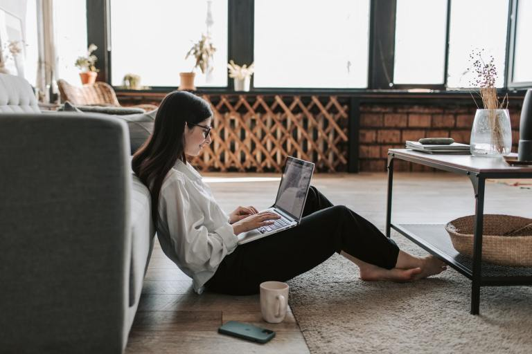 Freelancing: 5 Major Advantages And Disadvantages To Becoming A Freelancer. Photo by Vlada Karpovich from Pexels