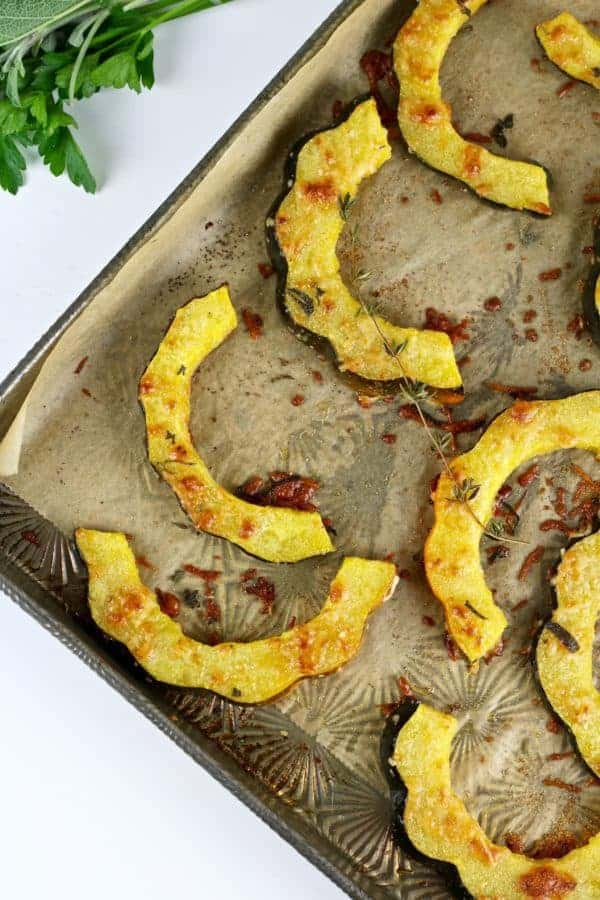 Going beyond the brown sugar with this Herb-Roasted Parmesan Acorn Squash recipe. The perfect side-dish that's made with just 5 ingredients | Primal | Gluten-free | Grain-free | Vegetarian | acorn squash recipes | healthy side dishes | gluten-free side dishes | paleo side dishes | grain-free side dishes || The Real Food Dietitians #acornsquash #glutenfreesides