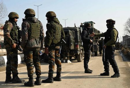 Encounter between Security forces snd militants breaks out in Shopian village