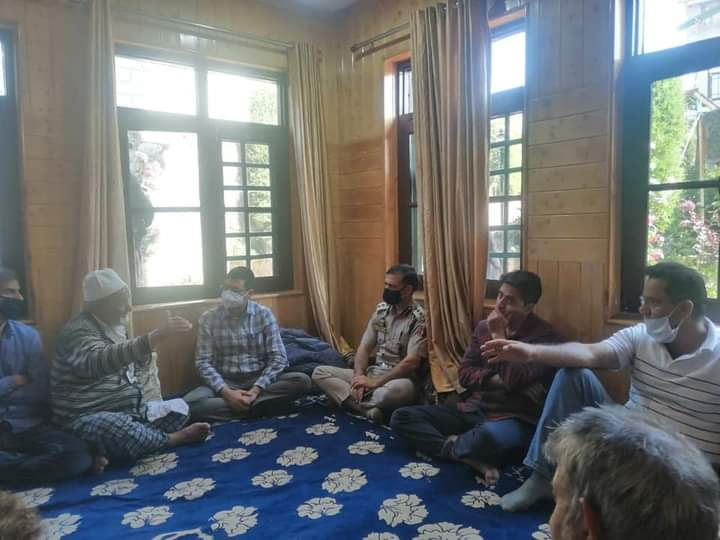 DC Budgam & SSP Budgam visited the bereaved family of the deceased girl at Ompora Budgam