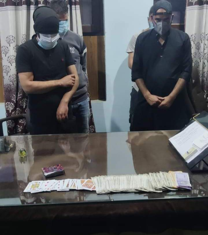 Anantnag Police Arrests 4 Gamblers, Stake Money and Playing Cards Seized