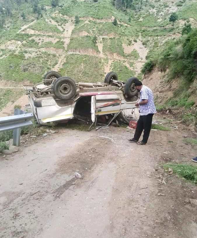 Nine persons Injured after a Passenger Cab Met with an Accident in Chowkibal kupwara