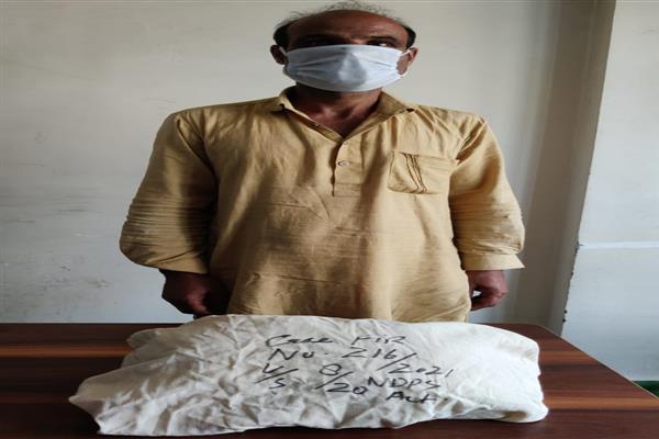 Police in south Kashmir's Bijbehara Anantnag Arrests a drug peddler