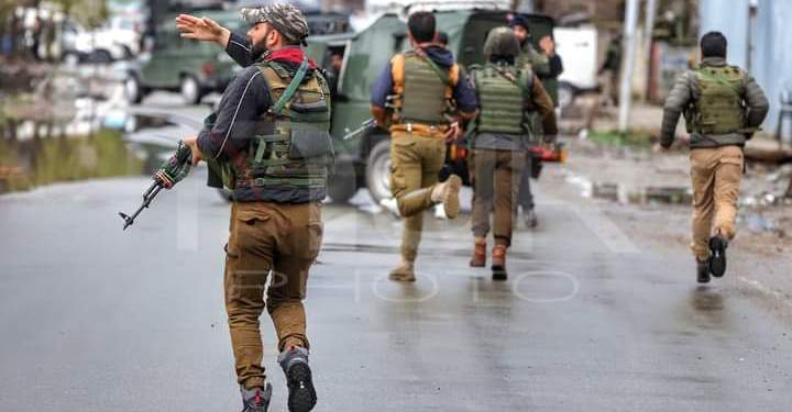 Encounter break out between Militants and Security Forcesin Kulgam after militants attack CRPF party
