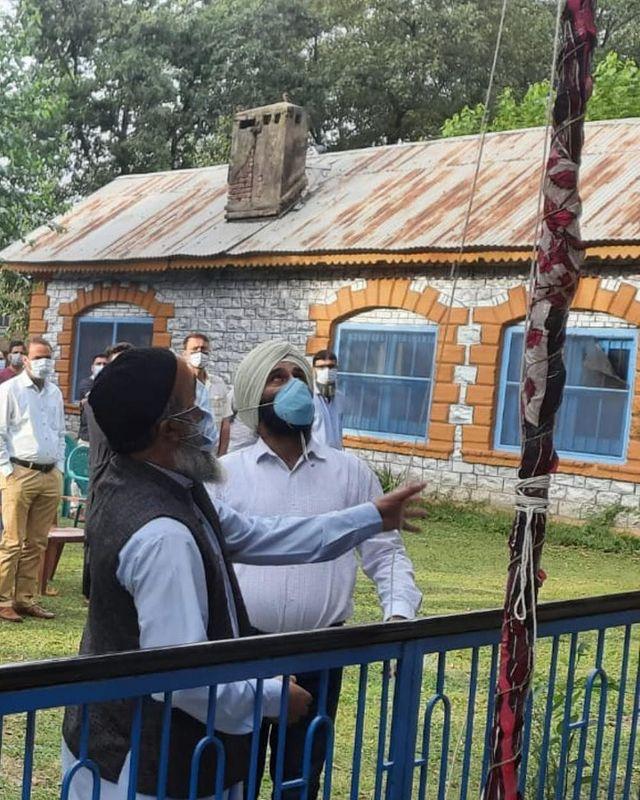 Burhan Wani''s father hoists national flag in Pulwama