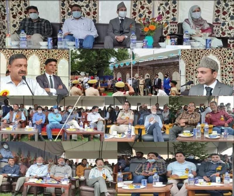 SDM Lolab, Aijaz Ahmad hoisted the tricolour Flag and took salute on the parade.