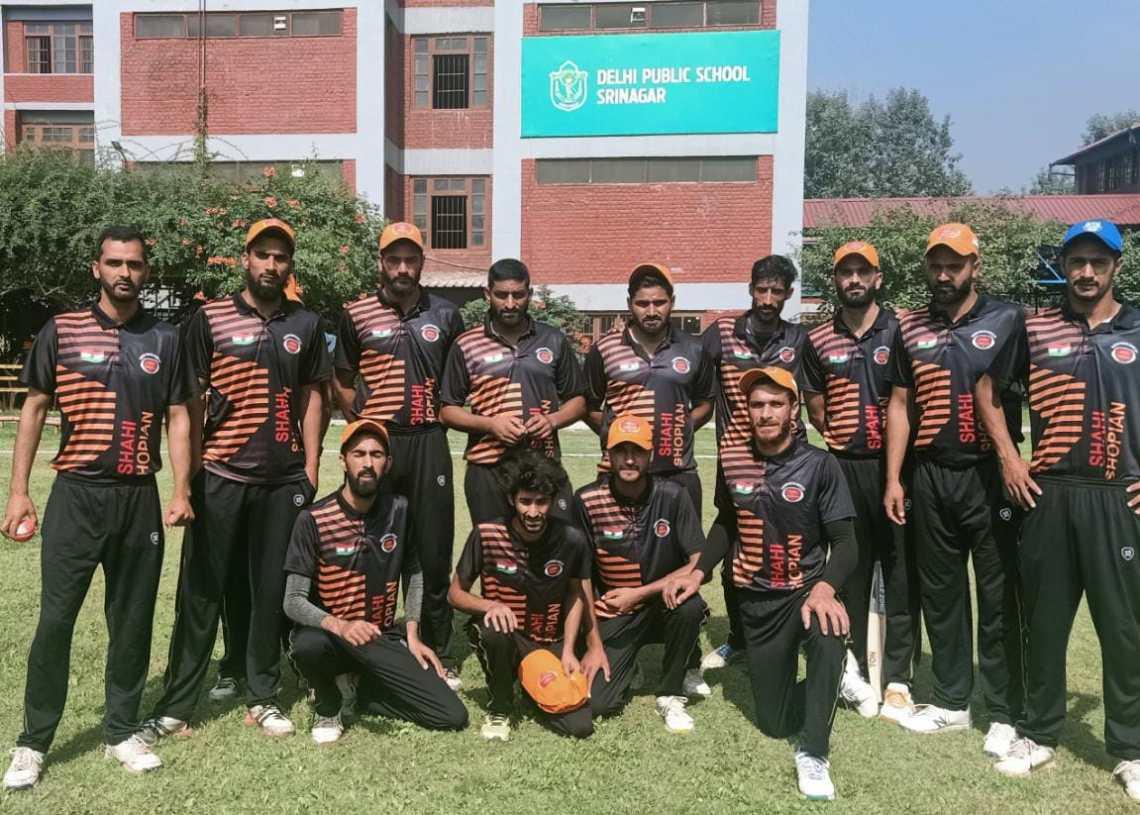 Shopian defeated Anatnag achievers in semi final match of Kashmir premier league 2021