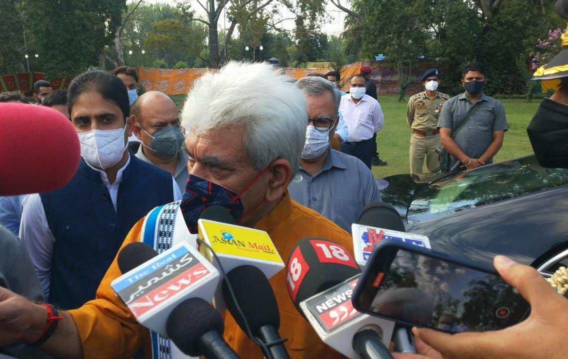 LG Sinha launches polythene-free Srinagar campaign