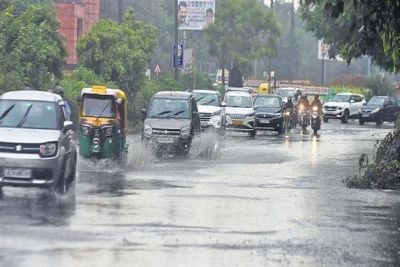 Heavy rains cause waterlogging in Delhi, crucial underpasses closed for traffic