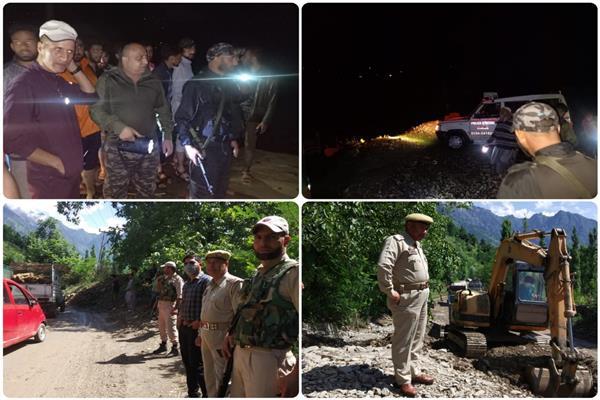 Police rescues civilians caught in flash floods; clears Sgr-Leh highway of landslide debris