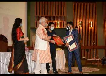 Pride Of Kashmir   Javed Dar conferred with young achievers Leadership award by Lt Governor of Jammu and Kashmir at SKICC Srinagar.