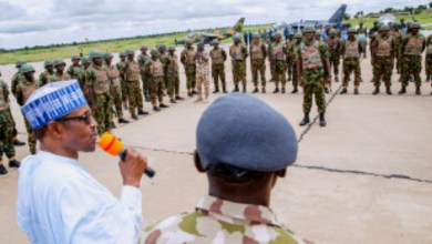 Photo of Buhari praises military for keeping Nigeria safe