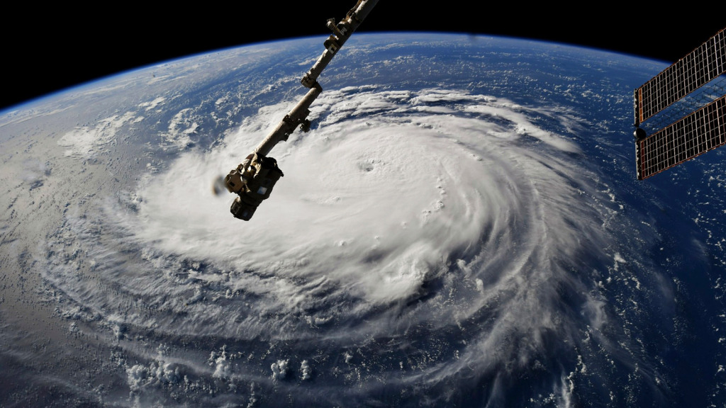 North Carolina-sized Hurricane Florence makes its way to North Carolina