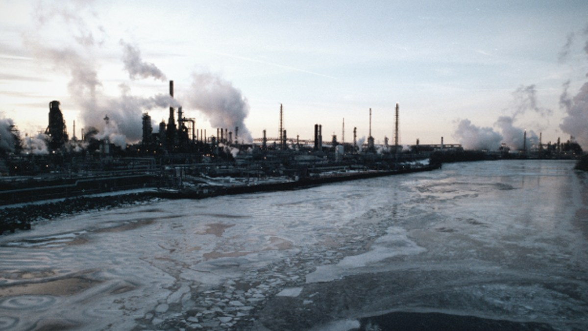 """""""Flim Flam"""" Biofuels Company Wants to Buy the Largest East Coast Oil Refinery"""