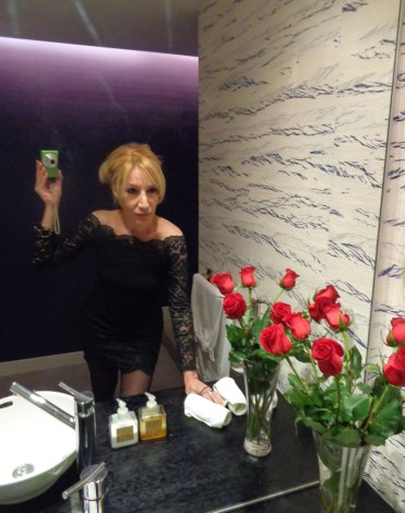 10-home-identity-flat-bathroom-alexandra-kollaros