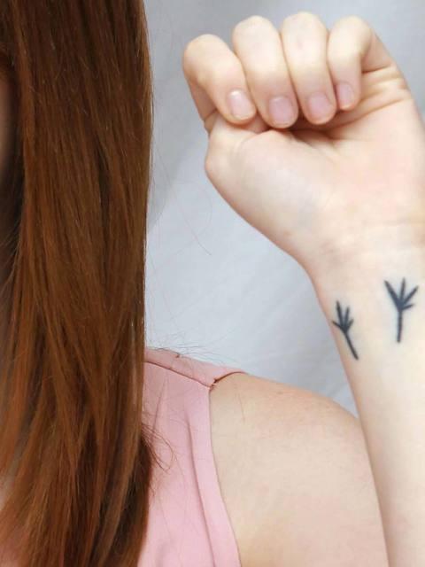 480x640-a-11e6-b1b3-63445454eff9-assets-elleuk-com-gallery-15723-1332348569-emma-stone-celebrity-tattoos-jpg