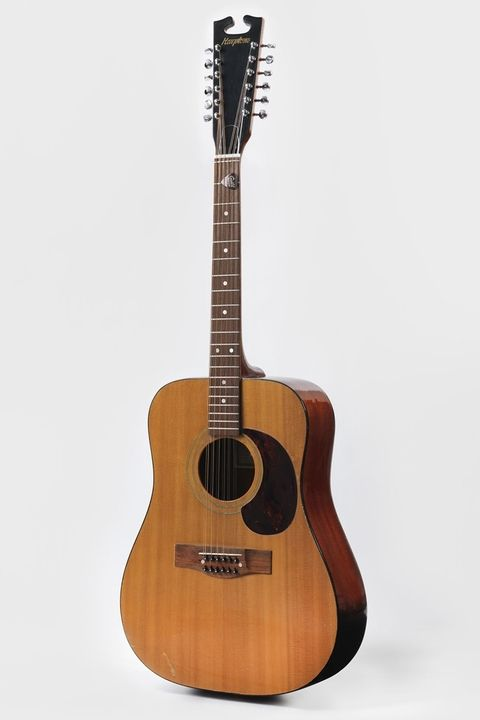 hbz-david-bowie-brooklyn-museum-acoustic-guitar-from-the-space-oddity-era-1969-1507140912