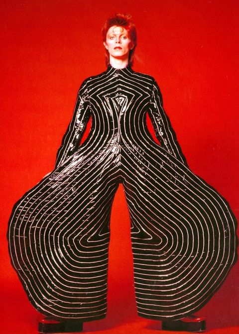 hbz-david-bowie-brooklyn-museum-striped-bodysuit-for-aladdin-sane-tour-1973-sukita-the-david-bowie-archive-2012-1507140915