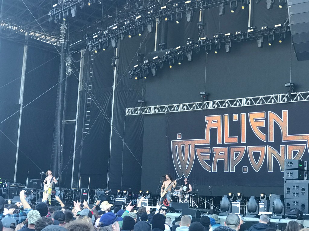 Alien Weaponry at Exit 111