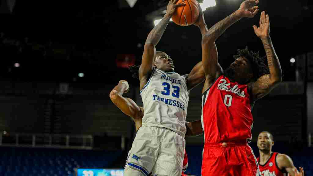 Ole Miss Handles Middle Tennessee, 70-51, in Reunion Game