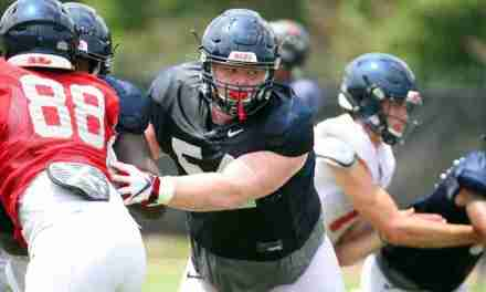 Caleb Warren's versatility a plus for the Ole Miss offensive line