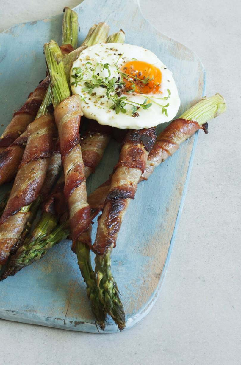 Eggs with Aspragus and Soldiers - TheRecipe.Website