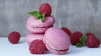 Mums Raspberry Macarons