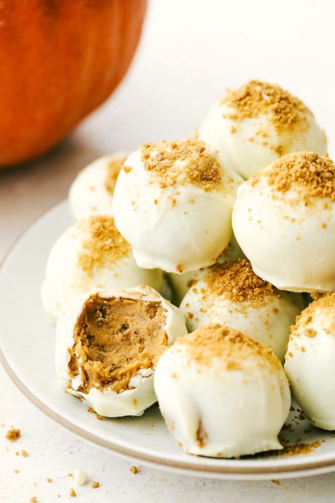Cream cheese, pumpkin and gingersnaps combine to make amazing pumpkin truffles.