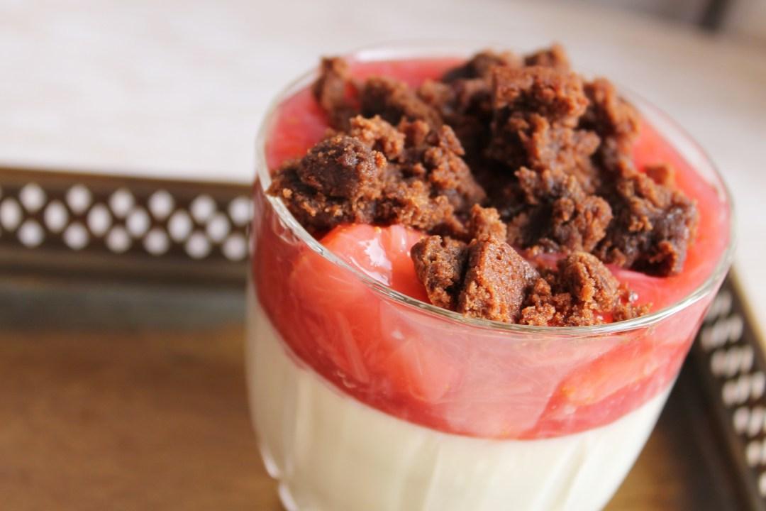 Vanillecreme mit Rhabarber-Erdbeerkompott