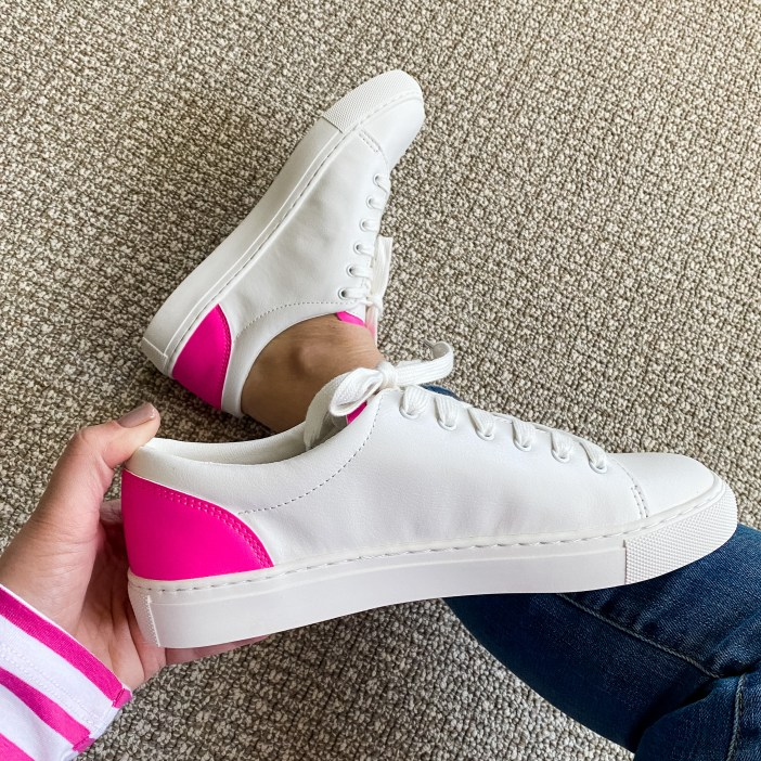 J Crew Factory White Sneakers #whitesneaker #spring2021 #pinksneaker #jcrewstyle #preppystyle