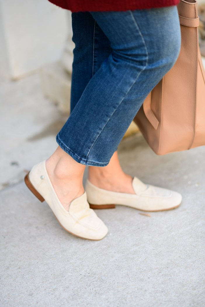 Casual Weekend Outfit #fallfashion #casualstyle #casualoutfitinspo #nydj #qualitydenim #fallloafers #womensloafers #fallcardigan #womensfashion #fallstyle