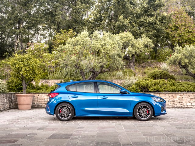 2019 Ford Focus ST-Line Review - The Redline