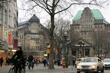 Mönckebergstrasse - and historic buildings