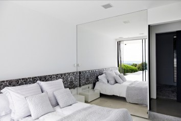 mirror-wall-bedroom-24-1024x683