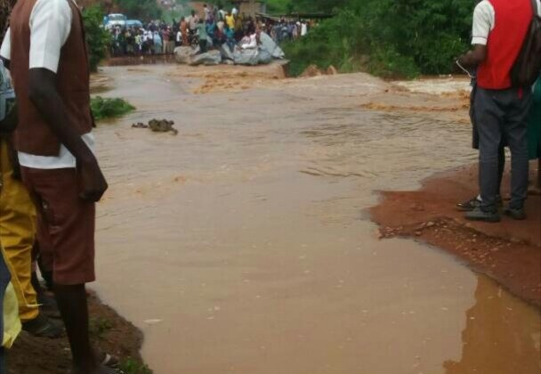 ​Flood halts residents movement in Ibadan after downpour