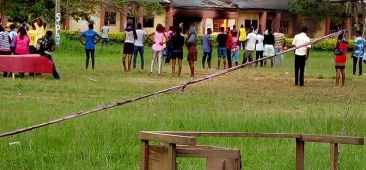 PHOTOS: Federal Poly Ado students set school on fire as student dies in health center